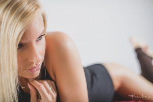 glamour boudoir bedekt naakt studio fotoshoot